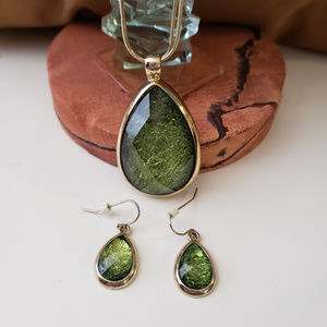 Jewelry - Green and Gold necklace and earring set